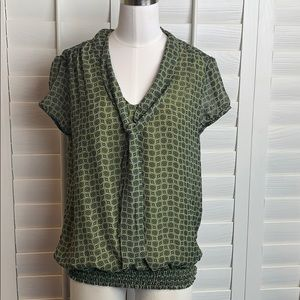 APT 9 Green print blouse medium Short sleeves